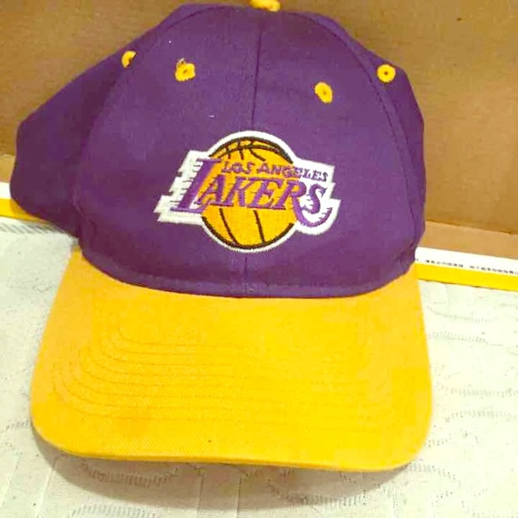 Los Angeles Lakers SnapBack hat cap lid trucker. M 5bac722e3e0caa39518ae051 d679f9ce99d9